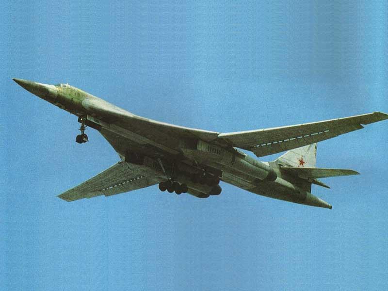 苏霍伊设计局提出的方案是在t-4飞机基础上的改进设计.