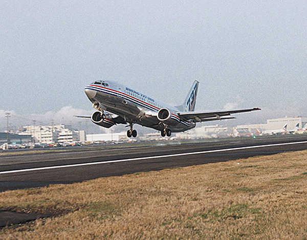 据事故统计表明,飞机的起飞着陆过程是飞行事故的
